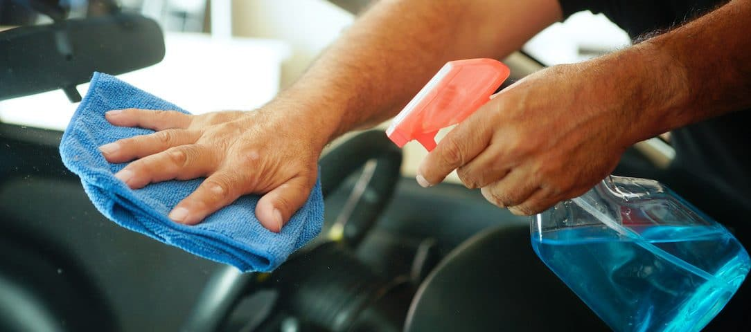 the-best-way-to-keep-your-car-windows-clean